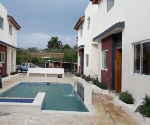 VENDO Casas en urbanización con PISCINA