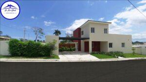 Hermosa Casa Disponible en Plano